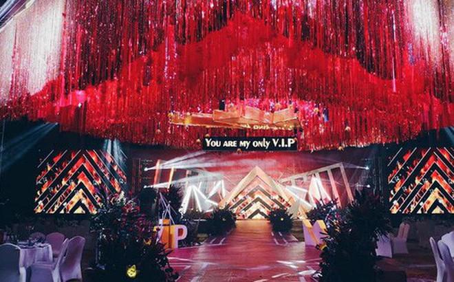 Khi cô dâu và chú rể đều là fan Big Bang: Sân khấu ngập tràn sắc vàng, hoa cưới cũng chính là lightstick