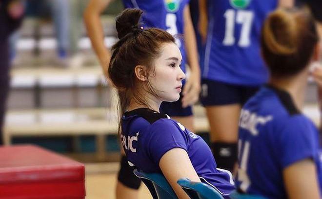 Dung nhan xinh đẹp của 'thiên thần bóng chuyền' Thái Lan
