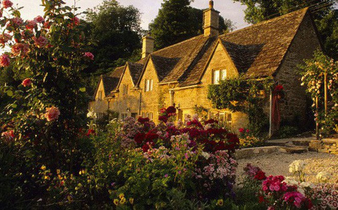 Chìm đắm trong thế giới cổ tích mang đậm vẻ cổ kính khi đến thăm ngôi nhà của những người yêu hoa