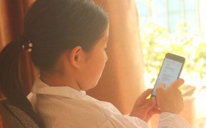 Trót dạy mẹ trung niên dùng Facebook cho vui, con gái ế sượng mặt vì bị mẹ lên mạng 'rao bán'