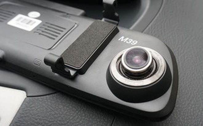 """Camera hành trình """"69"""" - Đủ tư thế cho các bề mặt taplo xe hơi"""