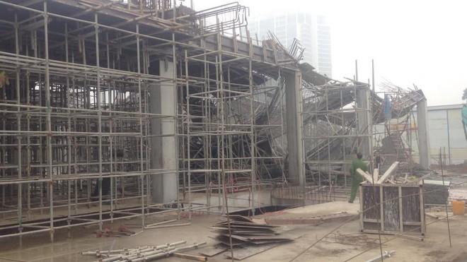 Cận cảnh hiện trường vụ sập giàn giáo khiến 3 công nhân thiệt mạng ở Hà Nội - Ảnh 1.