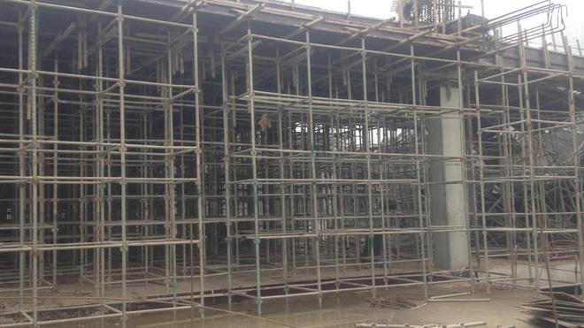 Cận cảnh hiện trường vụ sập giàn giáo khiến 3 công nhân thiệt mạng ở Hà Nội - Ảnh 3.