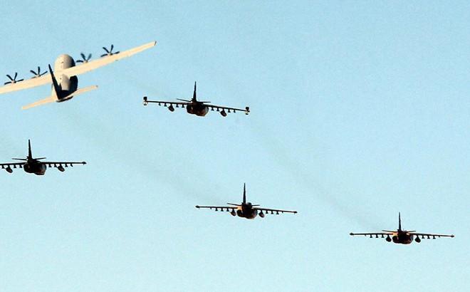 """Syria: F-16 tấn công """"san phẳng"""" nơi trú ẩn của 30 thủ lĩnh IS"""