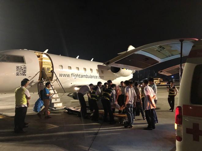 Chuyên cơ chở 3 nạn nhân bị đánh bom ở Ai Cập đáp xuống Tân Sơn Nhất  - Ảnh 1.
