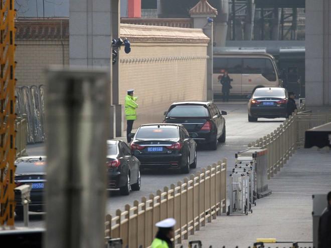 Tại sao nhà lãnh đạo Triều Tiên Kim Jong-un mặc áo khoác đen, đội mũ đen khi đến Bắc Kinh? - Ảnh 8.