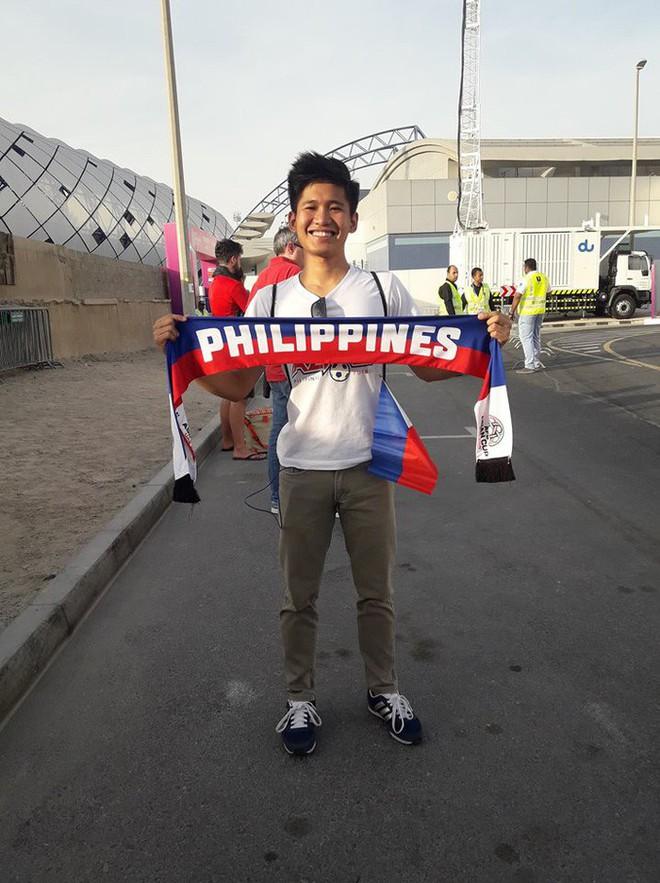 Tìm ra người mẹ của năm, đưa con trai vừa tốt nghiệp cấp 3 vượt 7.000 km sang Dubai xem Asian Cup 2019 - Ảnh 2.