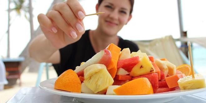 Có 3 thời điểm trong ngày không nên ăn trái cây: Người Việt cần bỏ ngay 1 thói quen - Ảnh 2.