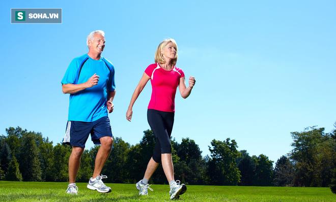 Sự khác biệt lớn giữa người đi bộ và không đi sau 10 năm: Toàn bộ cơ thể đều thay đổi - Ảnh 1.