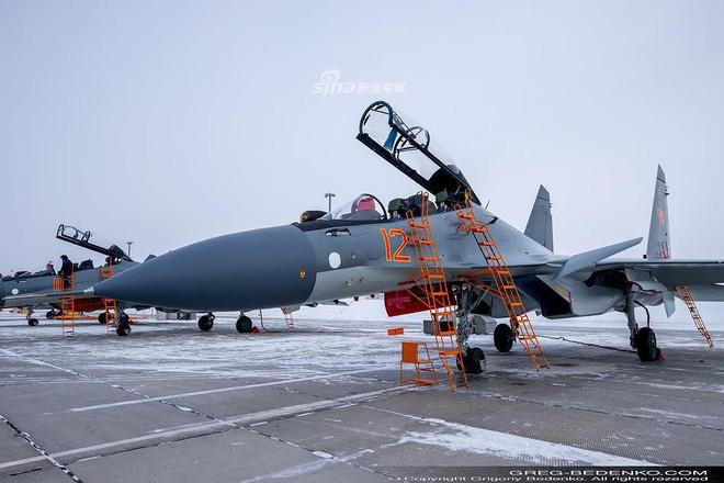 [ẢNH] Phi công Nga đích thân lái Su-30SM nội địa bàn giao cho đồng minh thân thiết - Ảnh 1.