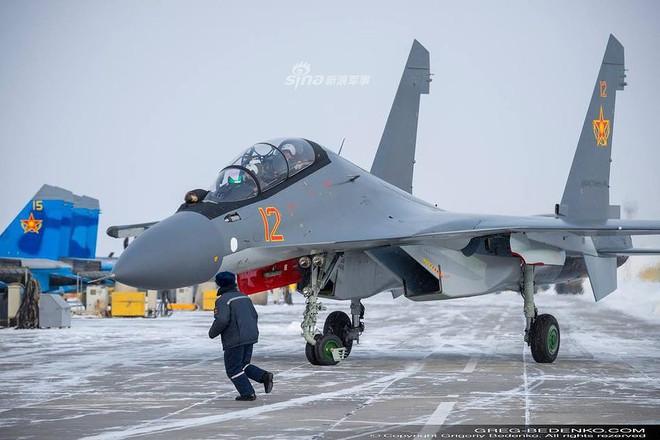 [ẢNH] Phi công Nga đích thân lái Su-30SM nội địa bàn giao cho đồng minh thân thiết - Ảnh 2.
