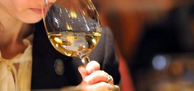 Dấu hiệu người say rượu đang gặp nguy hiểm, cần cấp cứu ngay - Ảnh 1.
