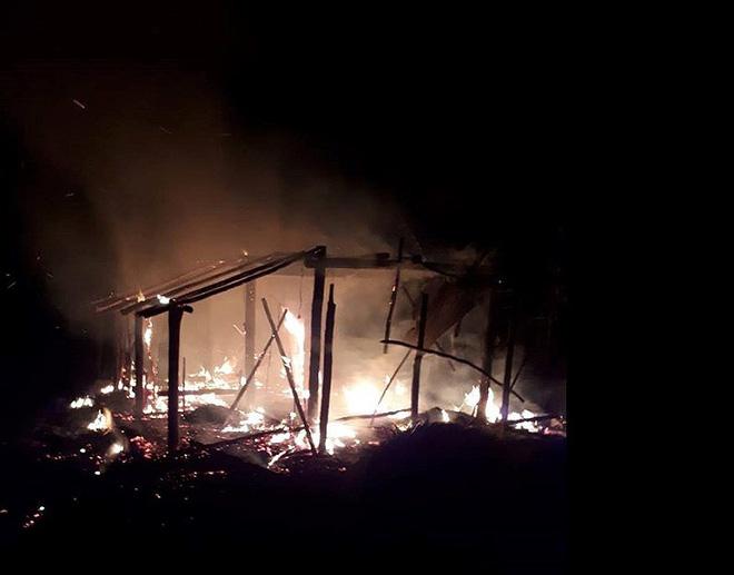 Tivi phát nổ thiêu rụi ngôi nhà vợ chồng nghèo - Ảnh 1.