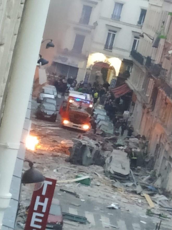 Paris rung chuyển vì vụ nổ lớn trong tiệm bánh, nghi ngờ rò rỉ khí ga - Ảnh 1.