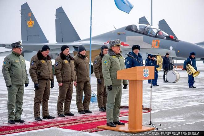 [ẢNH] Phi công Nga đích thân lái Su-30SM nội địa bàn giao cho đồng minh thân thiết - Ảnh 3.