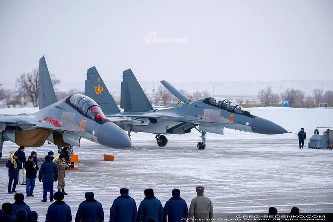 [ẢNH] Phi công Nga đích thân lái Su-30SM nội địa bàn giao cho đồng minh thân thiết - Ảnh 4.