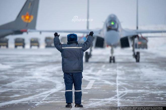 [ẢNH] Phi công Nga đích thân lái Su-30SM nội địa bàn giao cho đồng minh thân thiết - Ảnh 5.