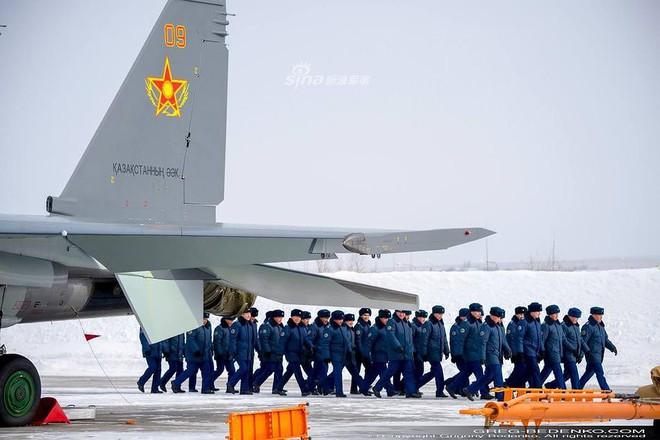[ẢNH] Phi công Nga đích thân lái Su-30SM nội địa bàn giao cho đồng minh thân thiết - Ảnh 6.