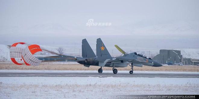 [ẢNH] Phi công Nga đích thân lái Su-30SM nội địa bàn giao cho đồng minh thân thiết - Ảnh 8.