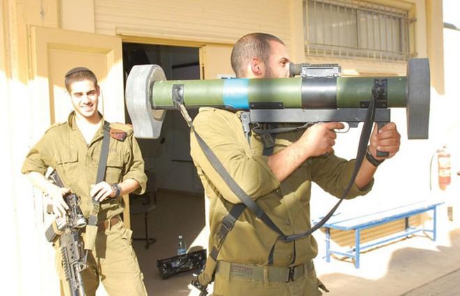 Ảnh: Uy lực đáng nể của súng chống tăng MATADOR - Ảnh 10.