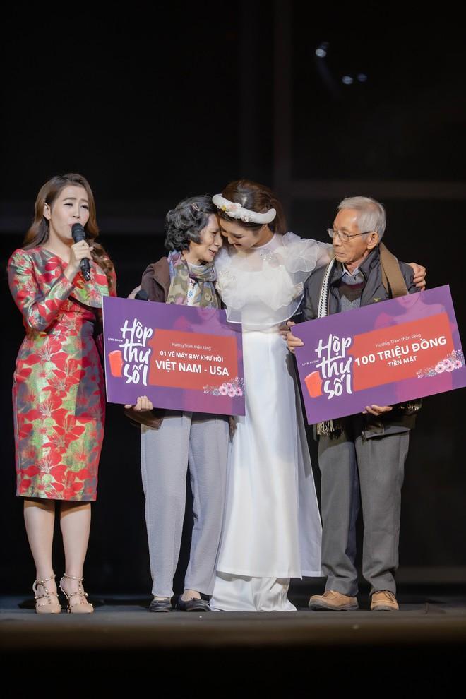 Hương Tràm gây xúc động khi tặng người mẹ 73 tuổi cặp vé máy bay để thực hiện giấc mơ Mỹ - Ảnh 5.