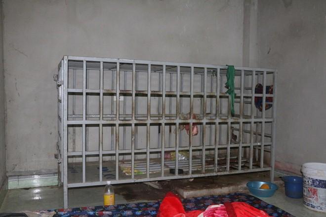 Trưởng công an huyện thông tin vụ người chồng ở Thanh Hóa tố bị vợ nhốt trong cũi sắt - Ảnh 1.