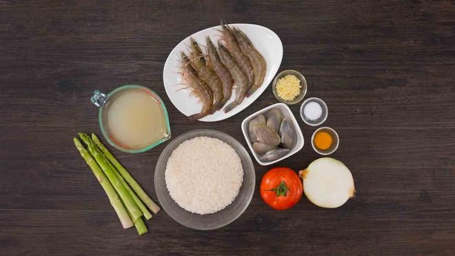 Học người Ý cách nấu cơm hải sản ngon ngất ngây ăn 1 lần là mê say - Ảnh 1.