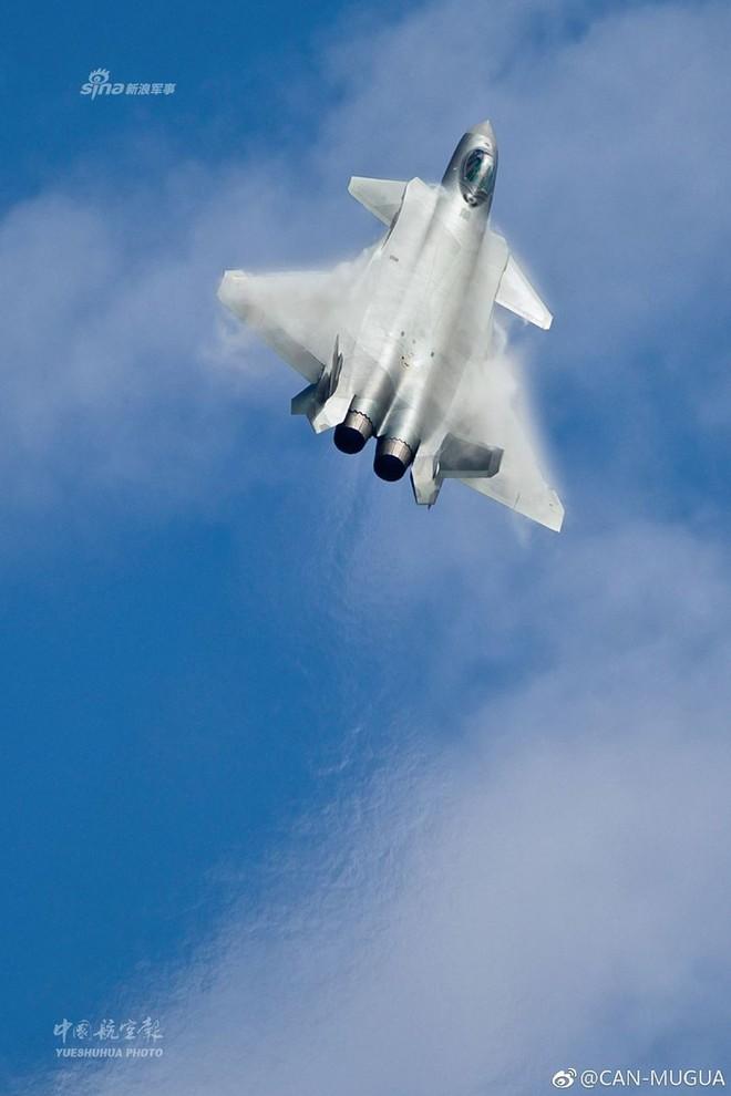 Trung Quốc tiếp tục khoe tiêm kích J-20 giữa lúc căng thẳng với Mỹ - Ảnh 2.