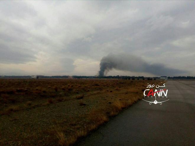 Trượt khỏi đường băng, Boeing-707 của quân đội Iran bốc cháy, chỉ 1 người sống sót - Ảnh 12.