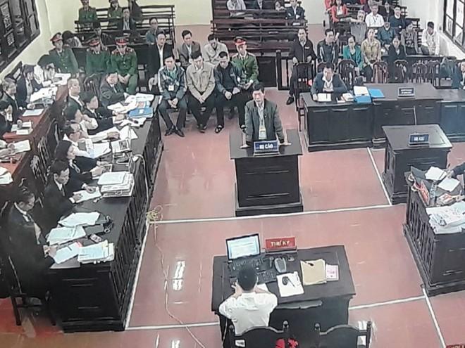 Vụ án thận nhân tạo: 2 bị cáo khai mâu thuẫn, Toà muốn xem xét trách nhiệm của BV Bạch Mai - Ảnh 3.