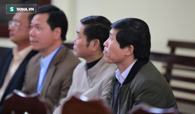 Vụ án thận nhân tạo: 2 bị cáo khai mâu thuẫn, Toà muốn xem xét trách nhiệm của BV Bạch Mai - Ảnh 4.