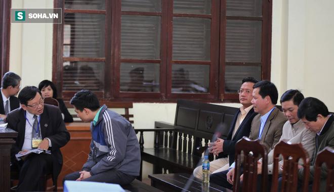 Vụ án thận nhân tạo: 2 bị cáo khai mâu thuẫn, Toà muốn xem xét trách nhiệm của BV Bạch Mai - Ảnh 5.