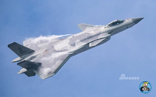 Trung Quốc tiếp tục khoe tiêm kích J-20 giữa lúc căng thẳng với Mỹ - Ảnh 11.