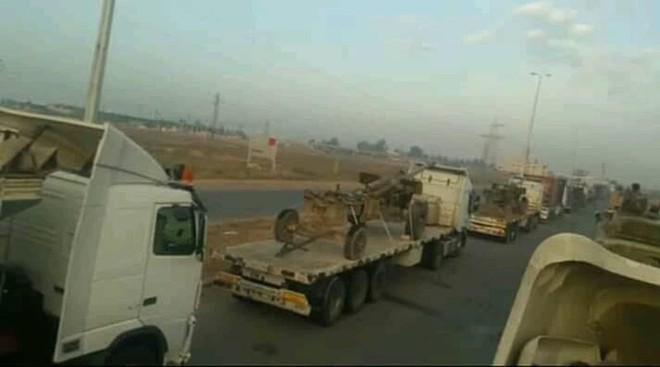 """Quân đội Syria rầm rập kéo hệ thống phóng tên lửa """"khủng"""" BM-27 Uragan tới Idlib - Ảnh 2."""