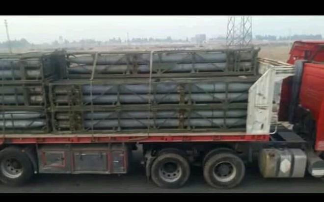 """Quân đội Syria rầm rập kéo hệ thống phóng tên lửa """"khủng"""" BM-27 Uragan tới Idlib - Ảnh 3."""