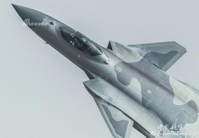 Trung Quốc tiếp tục khoe tiêm kích J-20 giữa lúc căng thẳng với Mỹ - Ảnh 6.