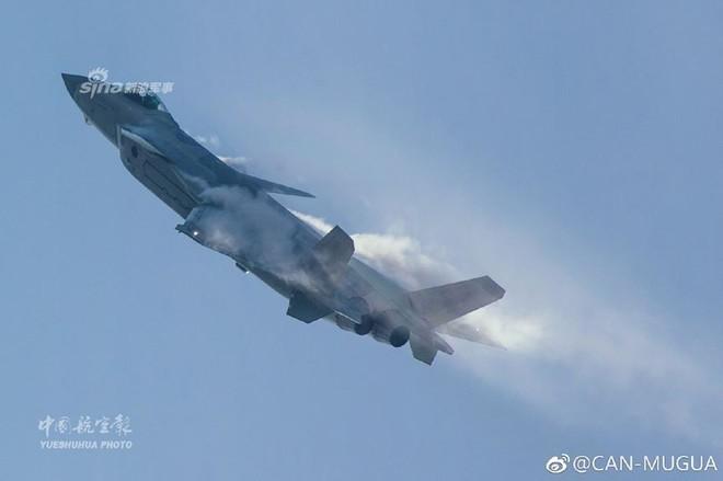 Trung Quốc tiếp tục khoe tiêm kích J-20 giữa lúc căng thẳng với Mỹ - Ảnh 7.