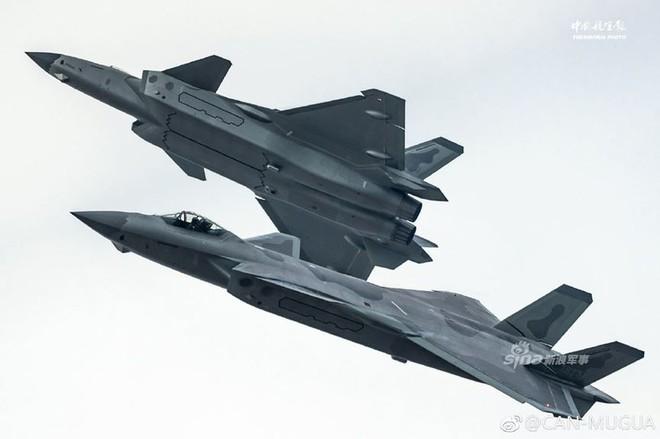 Trung Quốc tiếp tục khoe tiêm kích J-20 giữa lúc căng thẳng với Mỹ - Ảnh 8.