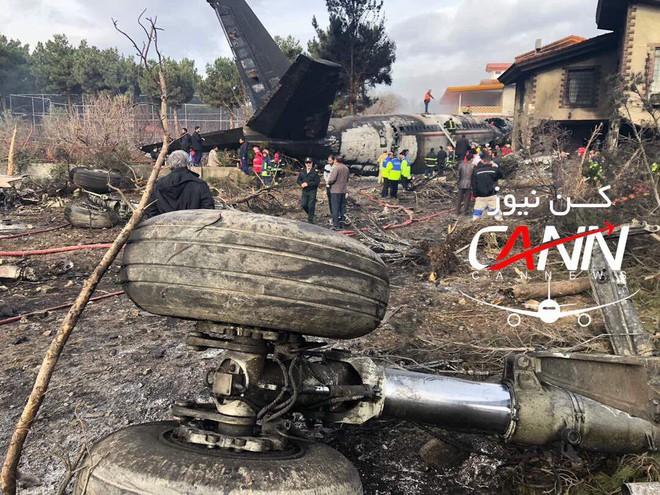 Trượt khỏi đường băng, Boeing-707 của quân đội Iran bốc cháy, chỉ 1 người sống sót - Ảnh 11.