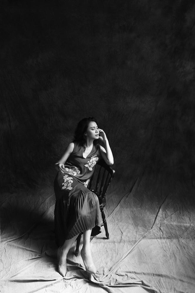 Hoa hậu Việt Nam 1998 Ngọc Khánh quyến rũ trong bộ ảnh mới - Ảnh 1.