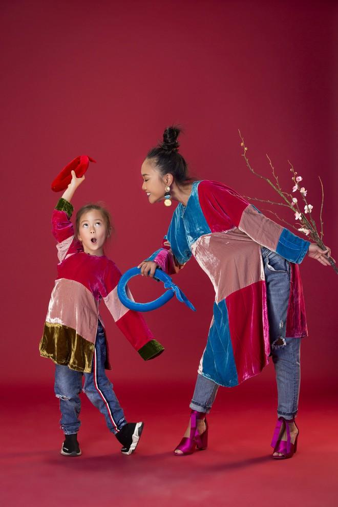Con gái 5 tuổi của Đoan Trang tạo dáng chuyên nghiệp hơn cả mẹ - Ảnh 4.