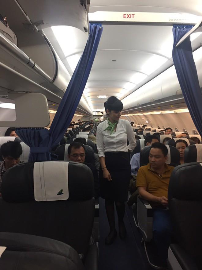 Hôm nay, Bamboo Airways đã cất cánh chuyến bay thương mại đầu tiên - Ảnh 2.