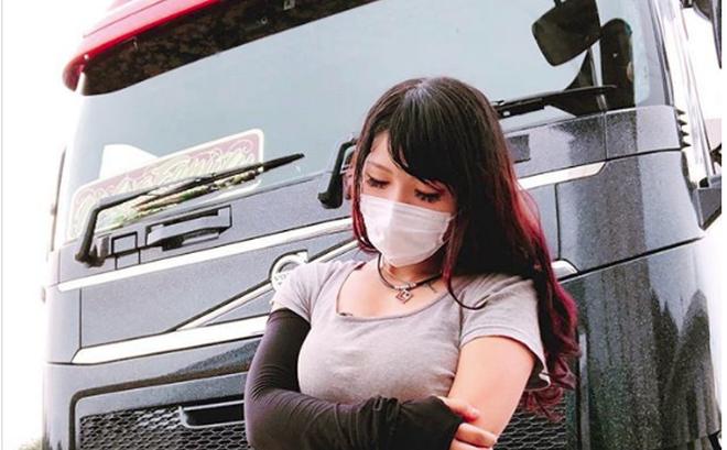 """Cô gái bỗng nổi như cồn vì được mệnh danh là """"nữ tài xế xe tải xinh đẹp nhất Nhật Bản"""""""