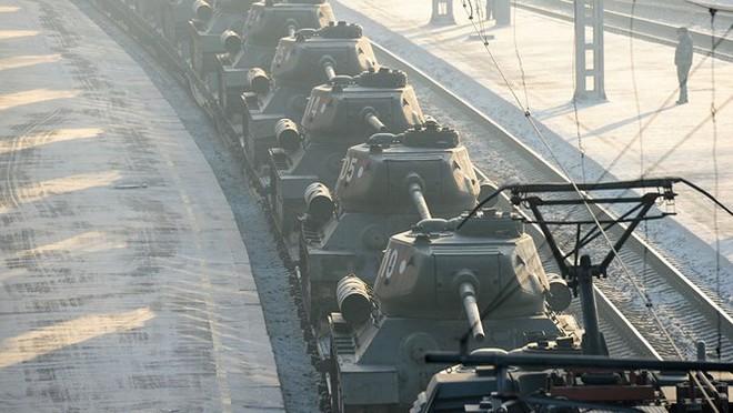 Dân Nga hân hoan đón chào xe tăng T-34 huyền thoại trở về từ Lào - Ảnh 2.