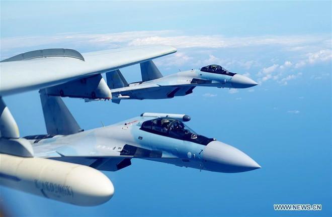 Phi công Trung Quốc nói gì về tiêm kích Su-35 vừa nhận khiến Nga phổng mũi? - Ảnh 1.