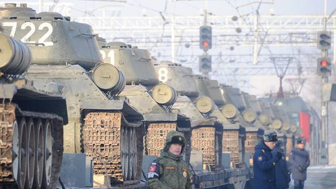 Dân Nga hân hoan đón chào xe tăng T-34 huyền thoại trở về từ Lào - Ảnh 8.