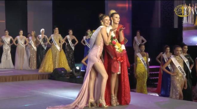 Ngân Anh tiếp tục thể hiện biểu cảm khó hiểu tại cuộc thi Miss Intercontinental - Ảnh 9.
