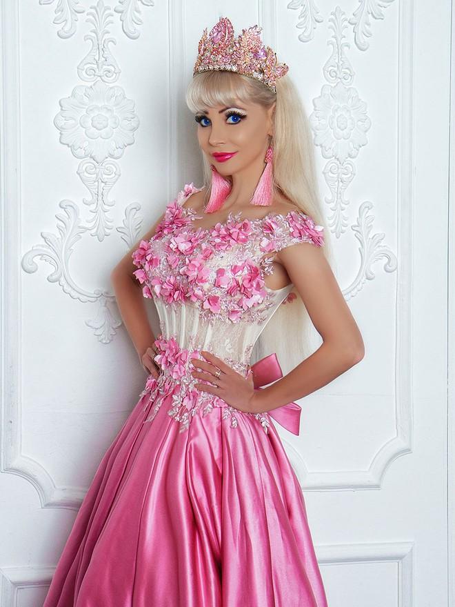 Đối thủ của Ngân Anh tại HH Liên lục địa: Là búp bê Barbie sống, tuổi 25 nhan sắc như U50 - Ảnh 4.
