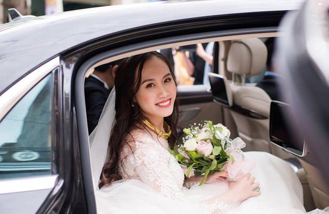 Clip: Khoảnh khắc ngọt ngào trong đám cưới của NSND Trung Hiếu ở tuổi 46 với bà xã kém gần 2 con giáp - Ảnh 4.