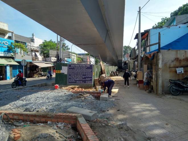 Cận cảnh cầu vượt 'giải cứu' kẹt xe ở cửa ngõ sân bay Tân Sơn Nhất - Ảnh 9.